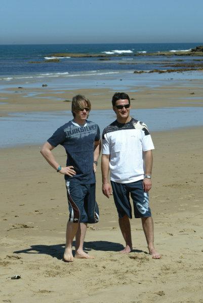 2004 Australian Grand Prix Melbourne, Australia. 1st March 2004 Jordan drivers Nick Heidfeld and Giorgio Pantano visit Torquay beach to try Surfing.World Copyright: LAT Photographic/Coates ref: Digital Image Only