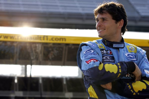 2006 USA Grand Prix - Friday Practice Indianapolis, Indiana, USA. 29th June - 2nd July. Giancarlo Fisichella, Renault R26, portrait. World Copyright: Charles Coates/LAT Photographic ref: Digital Image MB5C8376
