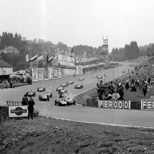 1960 Belgian Grand Prix.Spa-Francorchamps, Belgium.17-19 June 1960.Jack Brabham (Cooper T53 Climax) leads Olivier Gendebien (Cooper T51 Climax) and Phil Hill (Ferrari Dino 246) into Eau Rouge at the start.Ref-6646.World Copyright - LAT Photographic