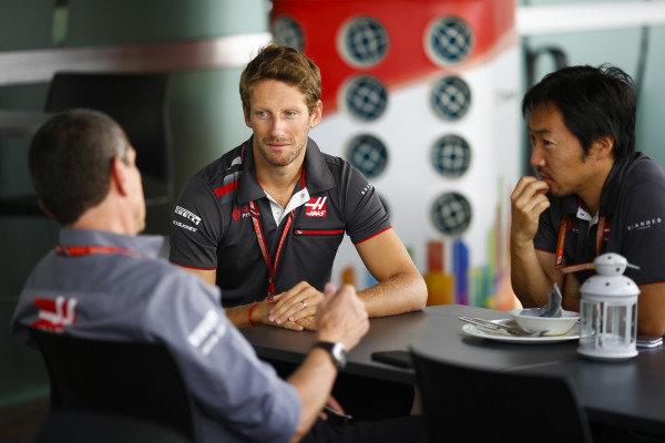 Romain Grosjean, Haas F1 Team, talks to Guenther Steiner, Team Principal, Haas F1.