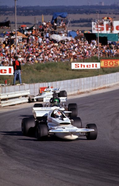 1972 South African Grand Prix.Kyalami, South Africa.2-4 March 1972.Rolf Stommelen (Eifelland 21 Ford) leads Henri Pescarolo (March 721 Ford).Ref-72 SA 25.World Copyright - LAT Photographic