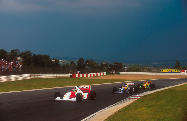 1993 South African Grand Prix.Kyalami, South Africa.12-14 March 1993.Ayrton Senna (McLaren MP4/8 Ford) leads Alain Prost (Williams FW15C Renault) and Michael Schumacher (Benetton B192B Ford). Ref-93 SA 01.World Copyright - LAT Photographic