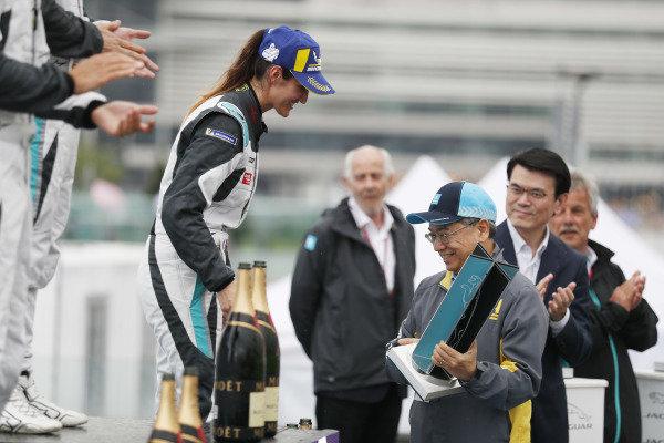 Célia Martin (FRE), Viessman Jaguar eTROPHY Team Germany receives her 3rd position trophy