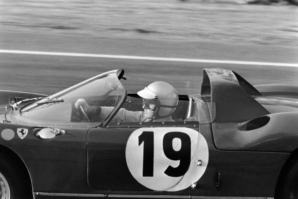 John Surtees / Lorenzo Bandini, Scuderia Ferrari, Ferrari 330P.
