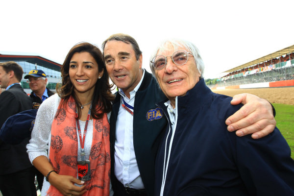 (L to R): Fabiana Flosi (BRA), Nigel Mansell (GBR) and Bernie Ecclestone (GBR) CEO Formula One Group (FOM) on the grid. Formula One World Championship, Rd9, British Grand Prix, Race, Silverstone, England, Sunday 8 July 2012. BEST IMAGE