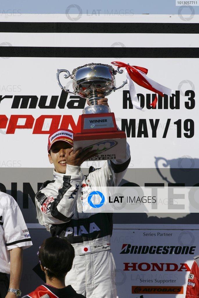 2007 Formula Nippon ChampionshipTwinring Motegi, Japan.19th - 20th May 2007Race podium - winner Takashi Kogure (PIAA Nakajima) 1st position.World Copyright: Yasushi Ishihara/LAT Photographicref: Digital Image 2007_FN_Rd3_008