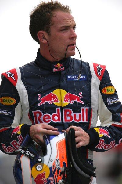 2006 Bahrain Grand Prix - Friday Practice Bahrain International Circuit, Sakhir, Bahrain 9th - 12th March. Robert Doornbos, Red Bull RB2 Ferrari. Portrait. World Copyright: Lorenzo Bellanca/LAT Photographic ref: Digital Image ZD2J5452.