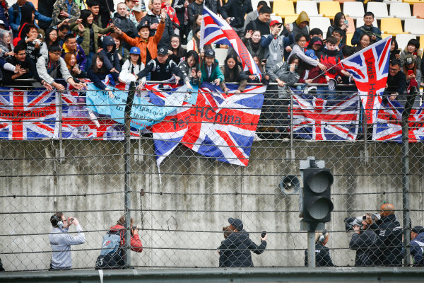 Shanghai International Circuit, Shanghai, China.  Friday 7 April 2017. Lewis Hamilton, Mercedes AMG, throws signed caps into the crowd. World Copyright: Andrew Hone/LAT Images ref: Digital Image _ONY4165