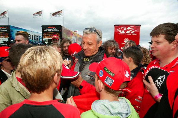 Symmons Plain Raceway, Tasmania. November 14th.Peter Brock signs autographs for fans.World copyright:Mark Horsburgh/LAT Photographic.Ref:Digital Image Only