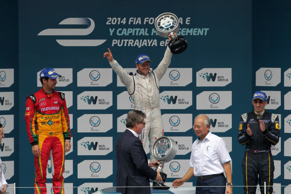 Putrajaya E-Prix, Race. Putrajaya E-Prix, Malaysia - 20th-22nd November 2014. Saturday 22 November 2014. Sam Bird (GBR)/Virgin Racing - Spark-Renault SRT_01E Lucas di Grassi (BRA)/Audi Abt Sport - Spark-Renault SRT_01E Sebastien Buemi (SWI)/E.dams Renault - Spark-Renault SRT_01E  Photo: Michael Hoyer - Jakob Ebrey/LAT/ Formula E ref: Digital Image EL0G1734