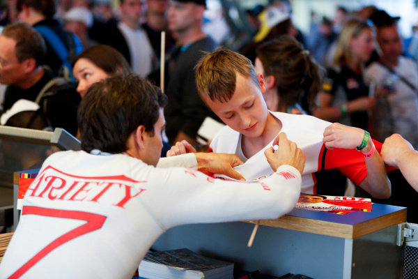 Jérôme d'Ambrosio (BEL), Dragon Racing, Penske EV-2, signs a young fan's shirt.