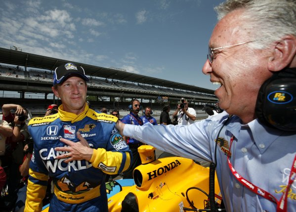 12 - 20 May, 2007, Indianapolis, Indiana, USAJohn Andretti congratulated by father Aldo Andretti after qualifying©2007, Dan Streck, USALAT Photographic