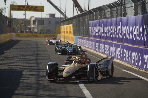 Jean-Eric Vergne (FRA), DS TECHEETAH, DS E-Tense FE19, leads Gary Paffett (GBR), HWA Racelab, VFE-05