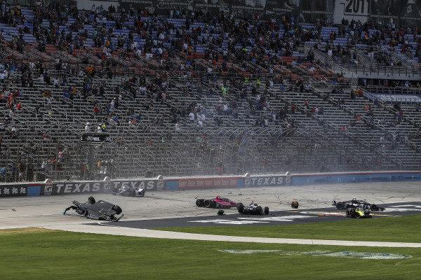 #59: Conor Daly, Carlin Chevrolet, #27: Alexander Rossi, Andretti Autosport Honda, #18: Ed Jones, Dale Coyne Racing with Vasser Sullivan Honda, #14: Sebastien Bourdais, A.J. Foyt Enterprises Chevrolet, crash