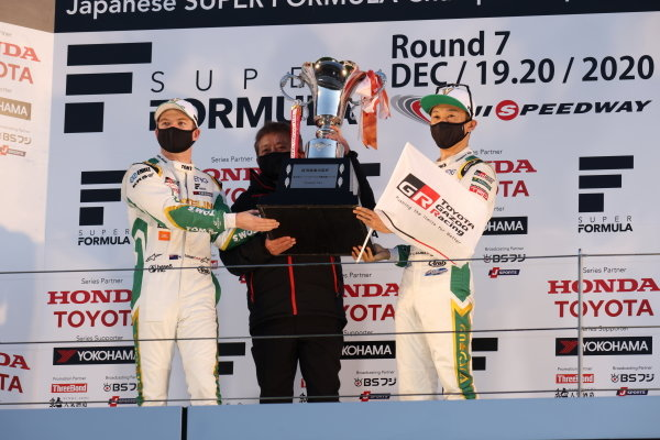 2020 Teams' Champions VANTELIN TEAM TOM'S celebrate on the podium. Drivers Nick Cassidy and Kazuki Nakajima help raise the trophy