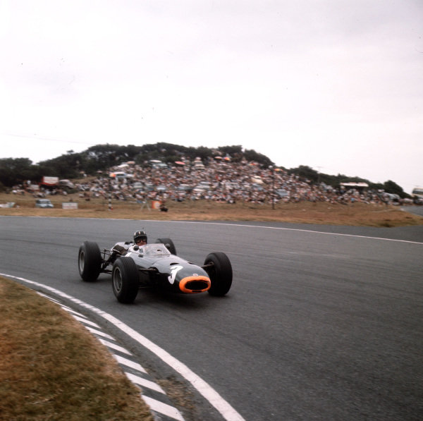 East London, South Africa.30/12/64-1/1/1965.Graham Hill (BRM P261) 3rd position.Ref-3/1506.World Copyright - LAT Photographic