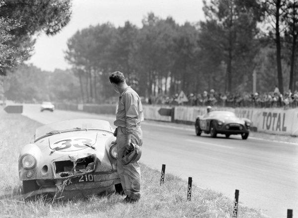 The abandoned MG A - BMC B-series TwinCam of Ted Lund / Colin Escott, as Peter Jopp / Richard Stoop, Standard Triumph, Triumph TR 3S, drives past.