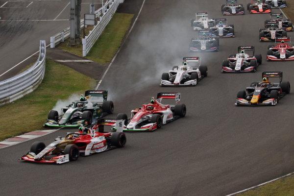 The start of the race. Collision between Kazuki Nakajima ( #36 VANTELIN TEAM TOM'S, Dallara SF19 Toyota) and Sacha Fenestraz (#3 Konda Racing, Dallara SF19 Toyota)