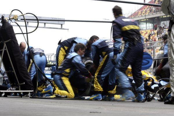 2006 Chinese Grand Prix - Saturday Qualifying Shanghai International Circuit, Shanghai, China. 28th September - 1st October 2006. Giancarlo Fisichella, Renault R26, practice pit stop, action. World Copyright: Charles Coates/LAT Photographic. ref: Digital Image ZK5Y4439