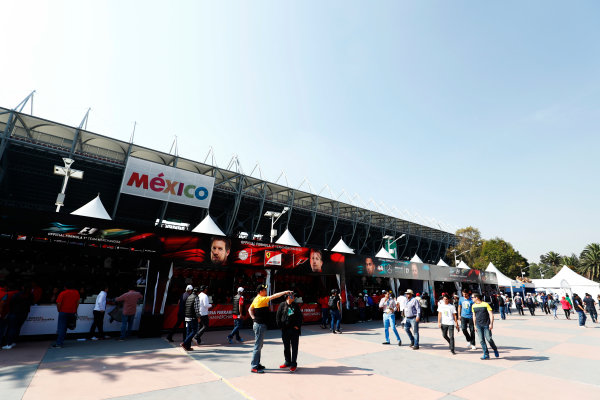 Autodromo Hermanos Rodriguez, Mexico City, Mexico. Sunday 29 October 2017. Fans walk by merchandising stands ahead of the race. World Copyright: Sam Bloxham/LAT Images  ref: Digital Image _W6I0539
