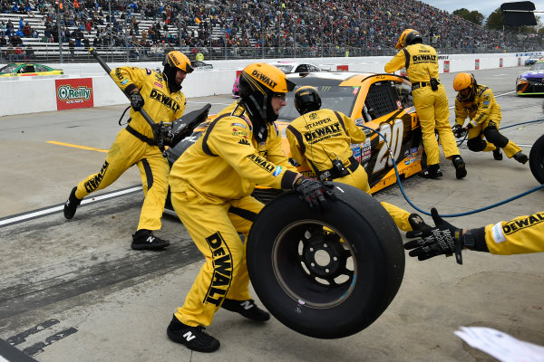Monster Energy NASCAR Cup Series First Data 500 Martinsville Speedway, Martinsville VA USA Sunday 29 October 2017 Matt Kenseth, Joe Gibbs Racing, DEWALT Flexvolt Toyota Camry pit stop World Copyright: Scott R LePage LAT Images ref: Digital Image lepage-171029-mart-8411