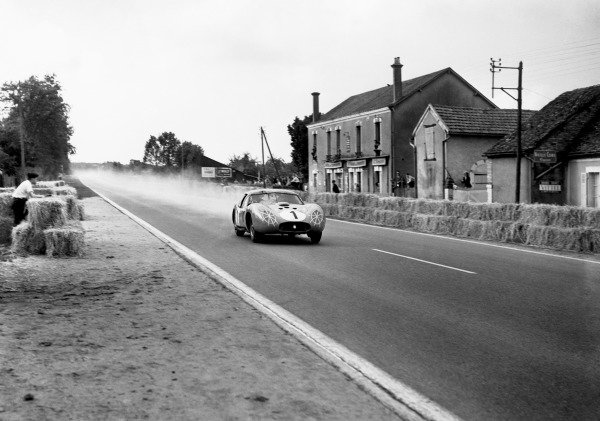 Le Mans, France. 22-23 June 1957.Stirling Moss / Harry Schell (Maserati 450 SZ Coupe), retired, action.World Copyright: LAT Photographic.Ref: 17913 - 40.