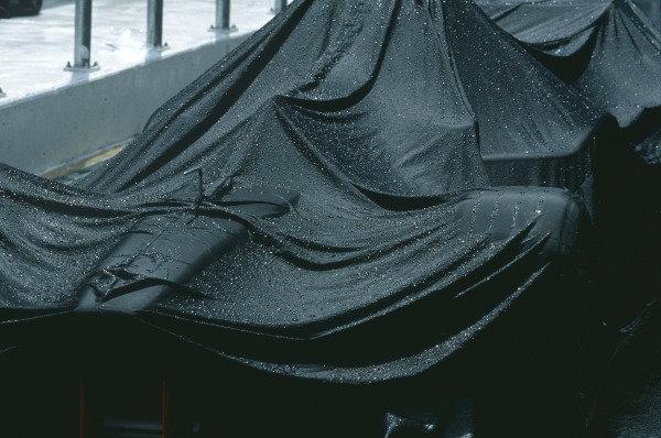 Sepang, Kuala Lumpur, Malaysia. 15-17 October 1999. Rain cover. Technical. Ref: 99MAL69. World Copyright - LAT Photographic