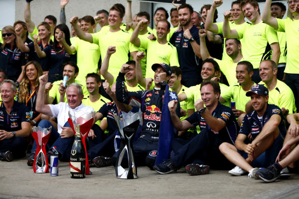 Circuit Gilles Villeneuve, Montreal, Canada. Sunday 8 June 2014. Daniel Ricciardo, Red Bull Racing, 1st Position, celebrates victory with his team. World Copyright: Andy Hone/LAT Photographic. ref: Digital Image _ONY3175