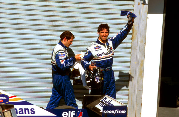 Buenos Aires, Argentina.5-7 April 1996.Damon Hill (Williams Renault) salutes his win in parc ferme with teammate Jacques Villeneuve behind. Ref-96 ARG 05.World Copyright - LAT Photographic