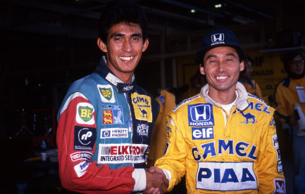 (L to R): Aguri Suzuki (JPN) Lola and Satoru Nakajima (JPN) Lotus shake hands ahead of their home Grand Prix. Formula One World Championship, Rd15, Japanese Grand Prix, Suzuka, Japan, 30 October 1988.
