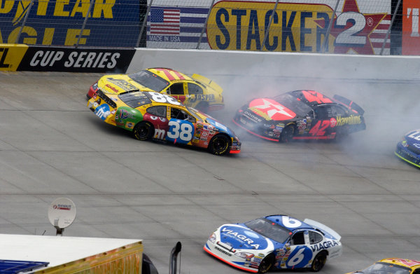 04-06 June, 2004, Dover International Speedway, USA,Mark Martin slips by this early race crash,Copyright-Robt LeSieur 2004 USALAT Photographic