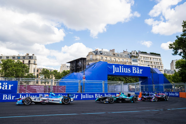 2016/2017 FIA Formula E Championship. Qatar Airways Paris ePrix, France. Saturday 20 May 2017. Antonio Felix da Costa (PRT), Amlin Andretti, Spark-Andretti, ATEC-02. leads Oliver Turvey (GBR), NextEV NIO, Spark-NEXTEV, NEXTEV TCR Formula 002. & Sam Bird (GBR), DS Virgin Racing, Spark-Citroen, Virgin DSV-02.  Photo: Sam Bloxham/LAT/Formula E ref: Digital Image _J6I9140