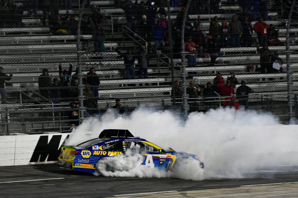 Monster Energy NASCAR Cup Series First Data 500 Martinsville Speedway, Martinsville VA USA Sunday 29 October 2017 Chase Elliott, Hendrick Motorsports, NAPA Chevrolet SS crash World Copyright: Scott R LePage LAT Images ref: Digital Image lepage-171029-mart-9279
