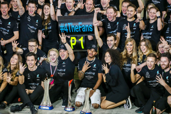 Yas Marina Circuit, Abu Dhabi, United Arab Emirates. Sunday 26 November 2017. Valtteri Bottas, Mercedes AMG, 1st Position, Lewis Hamilton, Mercedes AMG, 2nd Position, family, friends and the Mercedes team celebrate victory. World Copyright: Charles Coates/LAT Images  ref: Digital Image AN7T2734