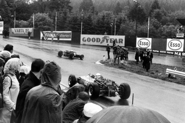 1966 Belgian Grand Prix.Spa-Francorchamps, Belgium. 12 June 1966.Richie Ginther, Cooper T81-Maserati, 5th position, leads Guy Ligier, Cooper T81-Maserati, not classified, action.World Copyright: LAT PhotographicRef: Motor b&w print