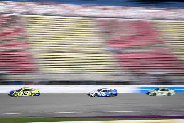 #12: Ryan Blaney, Team Penske, Ford Mustang Menards/Moen, #6: Ryan Newman, Roush Fenway Racing, Ford Mustang Wyndham Rewards, #18: Kyle Busch, Joe Gibbs Racing, Toyota Camry Interstate Batteries