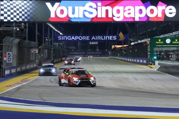 Pepe Oriola (ESP) Team Craft-Bamboo LUKOIL SEAT Leon TCR at TCR International Series, Rd9, Marina Bay Street Circuit, Singapore, 16-18 September 2016.