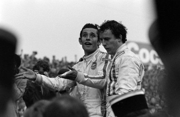 Jackie Oliver and Jacky Ickx celebrates victory.