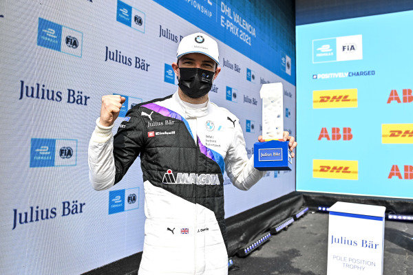 Pole Sitter Jake Dennis (GBR), BMW I Andretti Motorsport with the Pole Position Award