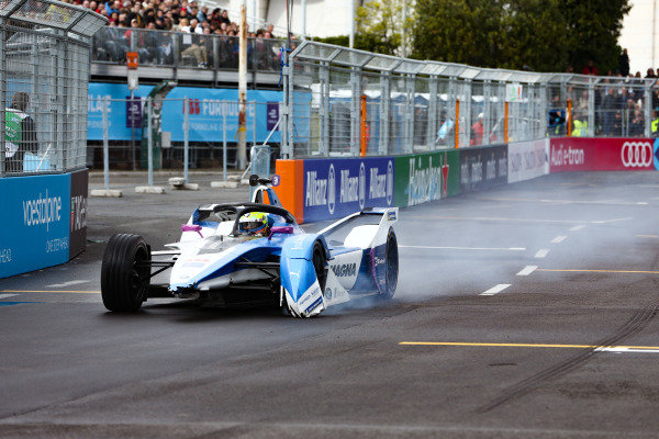 Alexander Sims (GBR) BMW I Andretti Motorsports, BMW iFE.18, missing his front wing after a collision on lap 1