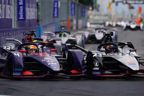 Sébastien Buemi (CHE), Nissan e.Dams, Nissan IMO1 and Robin Frijns (NLD), Envision Virgin Racing, Audi e-tron FE05, go wheel to wheel