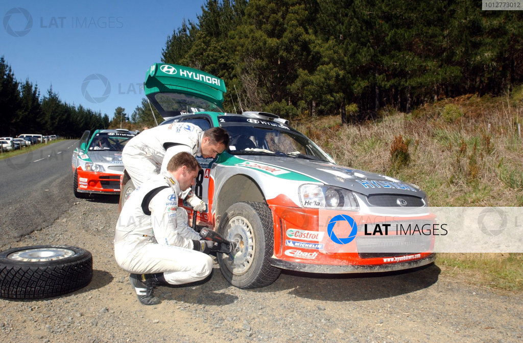 2002 World Rally Championship.Propecia Rally of New Zealand, Auckland, October 3rd-6th.Freddy Loix changes a punctured tyre before stage 23.Photo: Ralph Hardwick/LAT