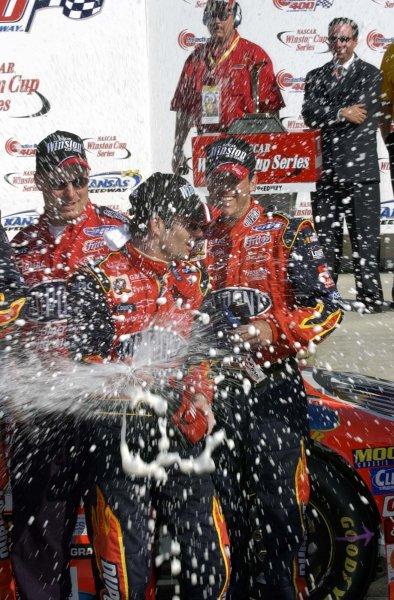 2002 NASCAR,Kansas City,Ks. Sept 26-29, 2002 USA -Jeff Gordon lets the champagne fly,Copyright-Robt LeSieur2002LAT Photographic