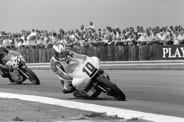 Peter Williams, Norton, leads Tony Jeffries, Yamaha.
