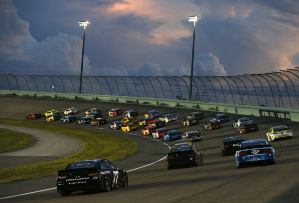 Race action, Copyright: Michael Reaves/Getty Images.