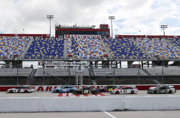 Brad Keselowski, Team Penkse Discount Tire Ford, takes the green flag to start Copyright: Chris Graythen/Getty Images.