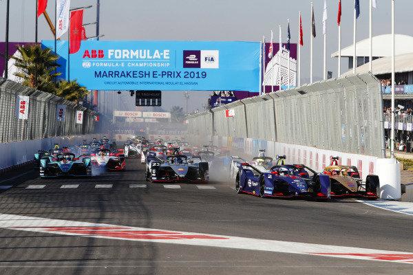 Sam Bird (GBR), Envision Virgin Racing, Audi e-tron FE05, and Jean-Eric Vergne (FRA), DS TECHEETAH, DS E-Tense FE19, collide in the first corner