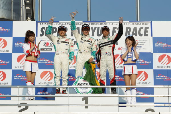 2010 Japanese Formula Three ChampionshipOkayama, Japan. 4th September 2010.Rd 11 Winner Rafael Suzuki ( #36 PETRONAS TEAM TOM'S ) 2nd position Yuji Kunimoto ( #1 PETRONAS TEAM TOM'S ) 3rd position Yuhi Sekiguchi ( #12 ThreeBond Racing ) podium.World Copyright: Yasushi Ishihara/LAT Photographicref: 2010JF3_R11_005