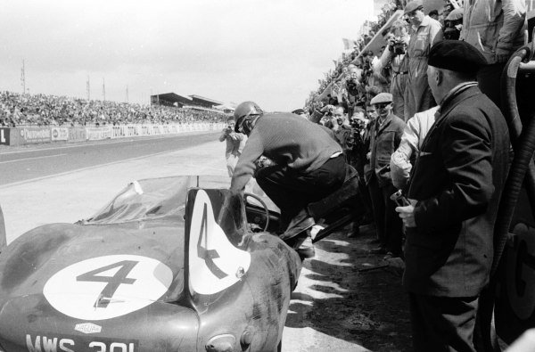 Le Mans, France.28-29 July 1956.Ninian Sanderson/Ron Flockhart (Jaguar D-type), 1st position.World Copyright - LAT Photographic