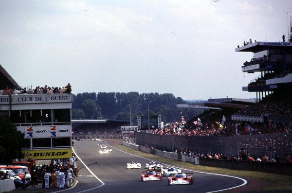 1999 Le Mans 24 hours. Le Mans, France. 12-13 June 1999. The two Toyota's lead at the start of the race. World Copyright: LAT Photographic. Ref:  99LM01.